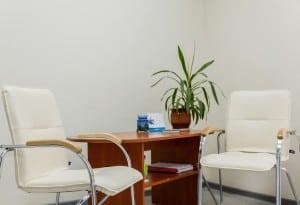 Удобные кресла в клинике